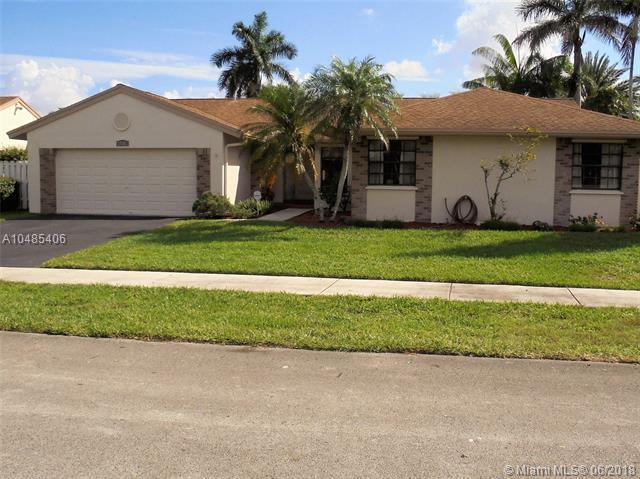 14501 Greenbriar Pl, Davie, FL 33325 (MLS #A10485406) :: Calibre International Realty