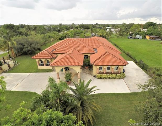 34405 SW 214th Ave, Homestead, FL 33034 (MLS #A10485853) :: Calibre International Realty