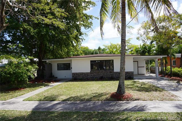 4556 NW 3rd Street, Plantation, FL 33317 (MLS #A10485854) :: Green Realty Properties