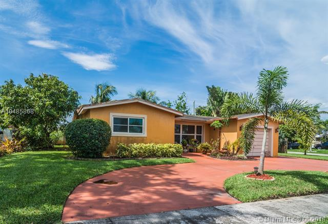 5030 NW 17th Ct, Lauderhill, FL 33313 (MLS #A10485868) :: Green Realty Properties
