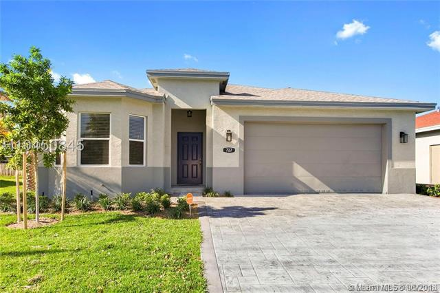731 NE 1st St, Pompano Beach, FL 33060 (MLS #A10486609) :: The Teri Arbogast Team at Keller Williams Partners SW