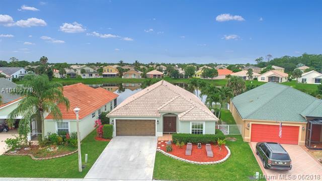 113 Derby Lane, Royal Palm Beach, FL 33411 (MLS #A10486778) :: Green Realty Properties