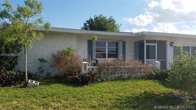 6910 NW 11th Ct, Margate, FL 33063 (MLS #A10486842) :: Jamie Seneca & Associates Real Estate Team