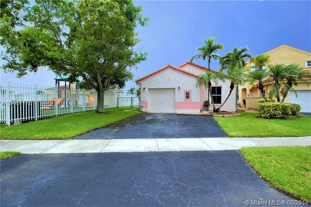 2122 NW 184th Way, Pembroke Pines, FL 33029 (MLS #A10487176) :: Calibre International Realty