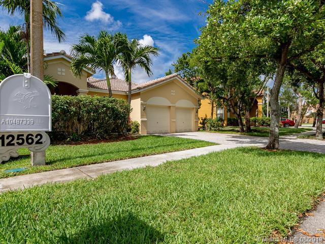 12562 SW 24th St, Miramar, FL 33027 (MLS #A10487339) :: Calibre International Realty