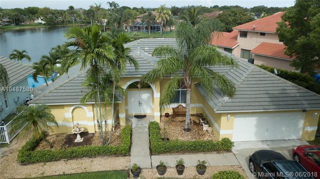 1261 SW 103rd Ave, Pembroke Pines, FL 33025 (MLS #A10487580) :: Green Realty Properties