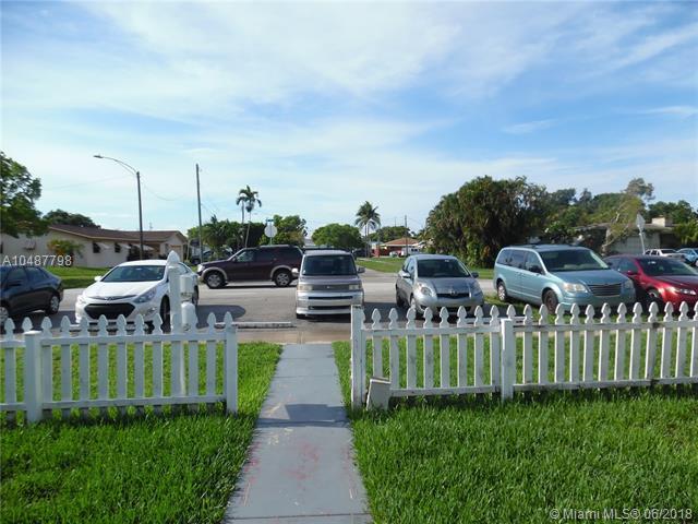 417 SW 3rd St, Hallandale, FL 33009 (MLS #A10487798) :: Calibre International Realty