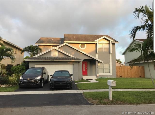 1010 SW 98th Ave, Pembroke Pines, FL 33025 (MLS #A10487971) :: Calibre International Realty