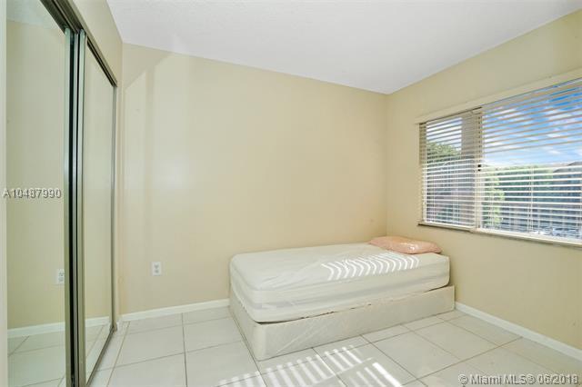 950 SW 138th Ave B313, Pembroke Pines, FL 33027 (MLS #A10487990) :: Melissa Miller Group