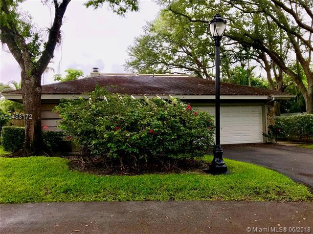 70 Ivy Rd, Hollywood, FL 33021 (MLS #A10488172) :: Calibre International Realty