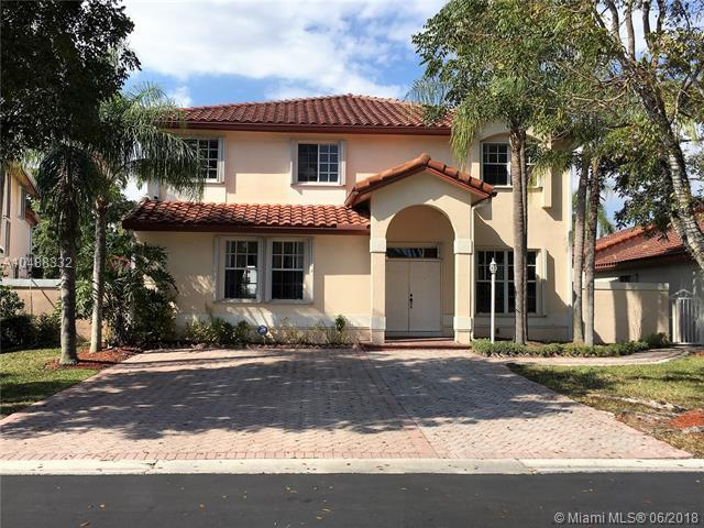 10623 NW 57th St, Doral, FL 33178 (MLS #A10488332) :: Calibre International Realty