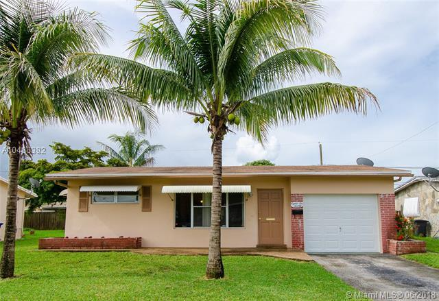 8620 NW 26th St, Sunrise, FL 33322 (MLS #A10488382) :: Castelli Real Estate Services