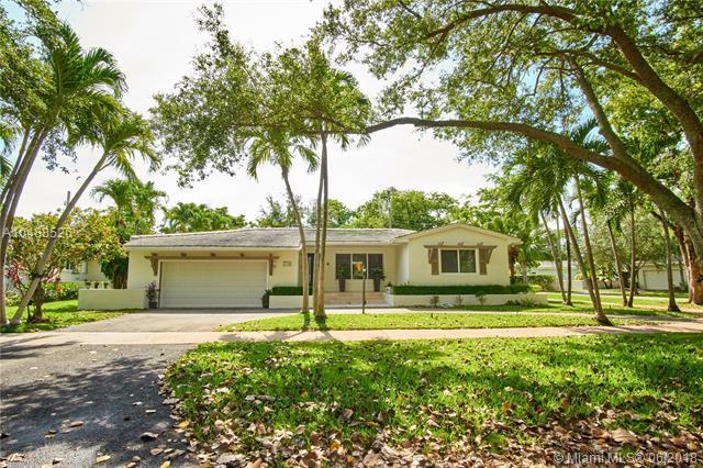 5741 Marius St, Coral Gables, FL 33146 (MLS #A10488526) :: Miami Lifestyle