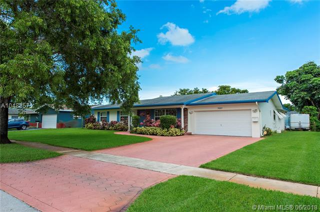7480 NW 13th Ct, Plantation, FL 33313 (MLS #A10488571) :: Green Realty Properties