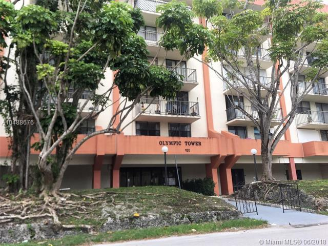 920 NE 169th St #115, North Miami Beach, FL 33162 (MLS #A10488676) :: The Teri Arbogast Team at Keller Williams Partners SW