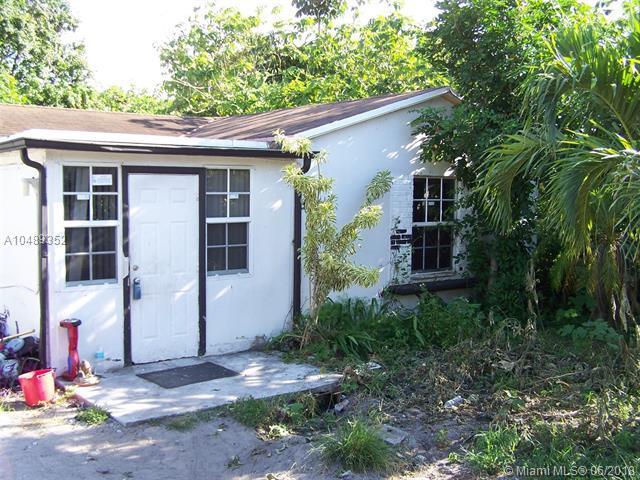 5612 Taylor St, Hollywood, FL 33021 (MLS #A10489352) :: Calibre International Realty