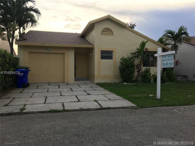 920 SW 108th Ave, Pembroke Pines, FL 33025 (MLS #A10489430) :: Calibre International Realty