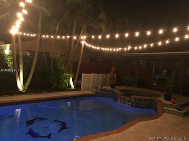 13854 SW 22nd St, Miami, FL 33175 (MLS #A10489481) :: Jamie Seneca & Associates Real Estate Team