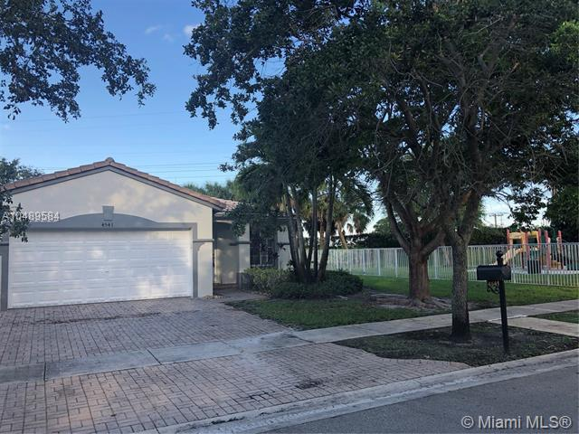 4541 SW 124th Ter, Miramar, FL 33027 (MLS #A10489584) :: Green Realty Properties