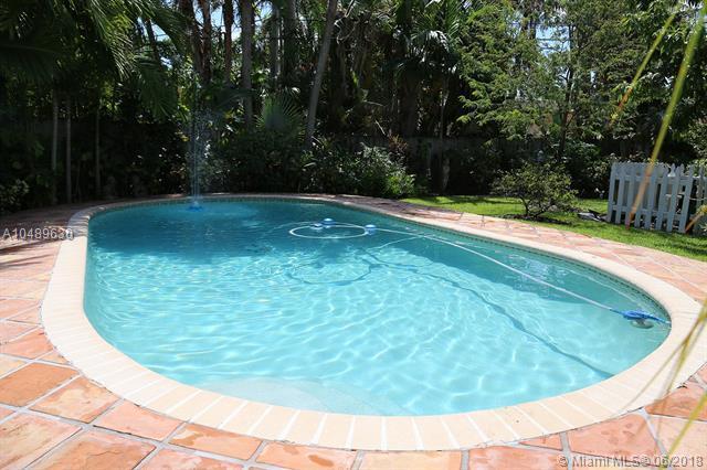 714 NE 73rd St, Miami, FL 33138 (MLS #A10489630) :: Miami Lifestyle