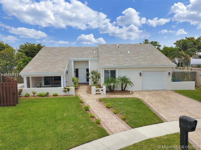 16634 Redwood Way, Weston, FL 33326 (MLS #A10489721) :: Green Realty Properties