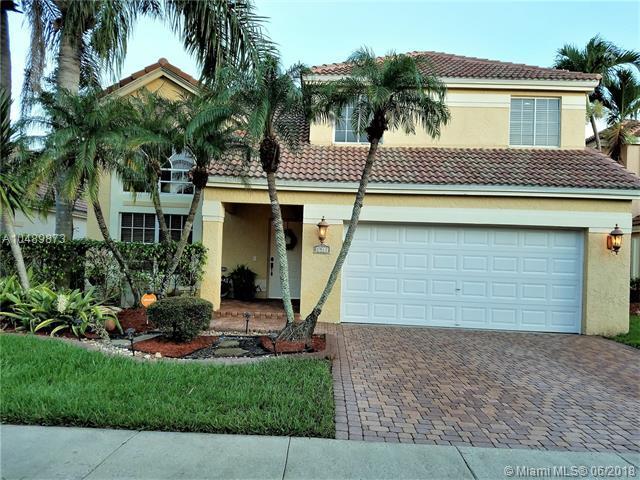 2917 Oak Park Cir, Davie, FL 33328 (MLS #A10489873) :: Green Realty Properties