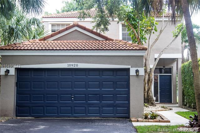 10920 NW 10th St, Plantation, FL 33322 (MLS #A10490043) :: The Teri Arbogast Team at Keller Williams Partners SW