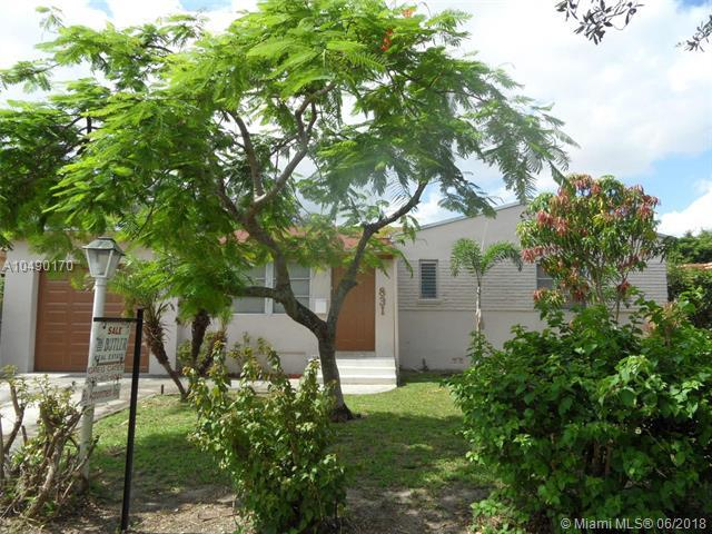 831 Plover Ave, Miami Springs, FL 33166 (MLS #A10490170) :: Hergenrother Realty Group Miami