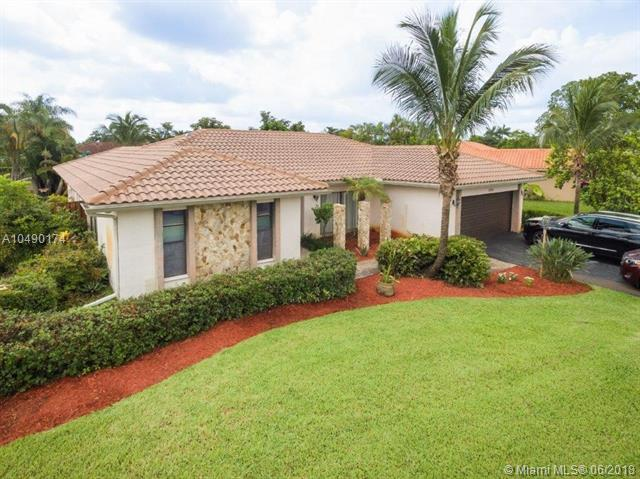9181 NW 11th Ct, Plantation, FL 33322 (MLS #A10490174) :: Green Realty Properties