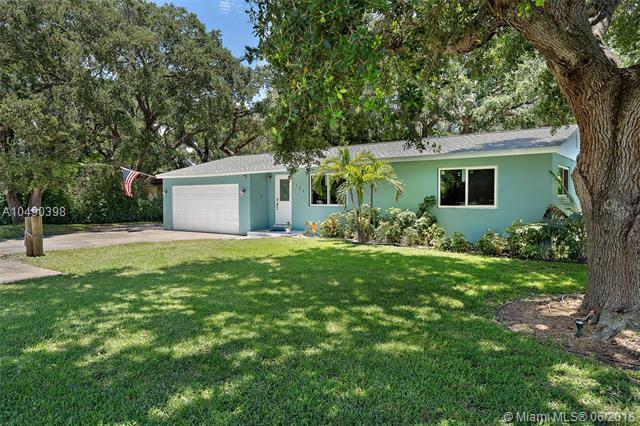 2705 Oak Dr, Palm Beach Gardens, FL 33410 (MLS #A10490398) :: The Teri Arbogast Team at Keller Williams Partners SW