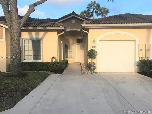 1004 SW 42nd Ave, Deerfield Beach, FL 33442 (MLS #A10490437) :: Green Realty Properties