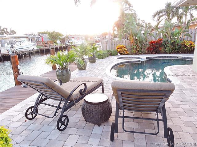 110 SE 11th St, Pompano Beach, FL 33060 (MLS #A10490567) :: The Riley Smith Group