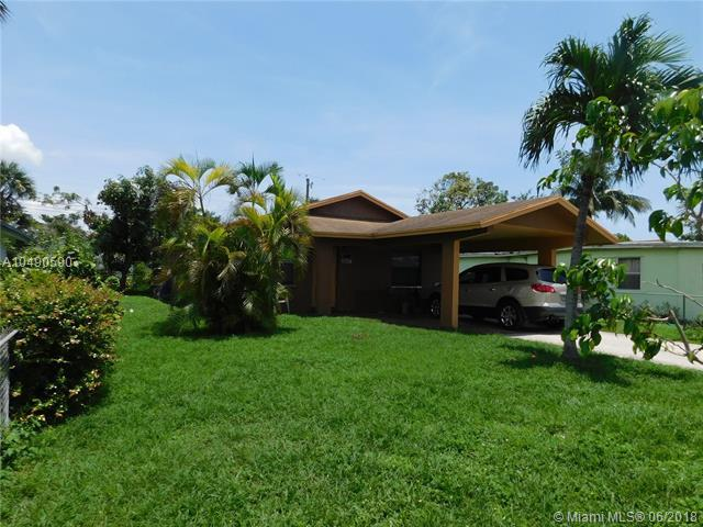 2917 NW 2nd St, Pompano Beach, FL 33069 (MLS #A10490590) :: Stanley Rosen Group