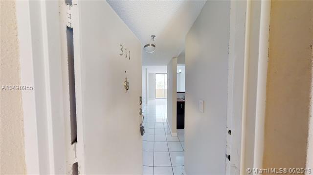 501 SW 1st St #311, Miami, FL 33130 (MLS #A10490955) :: Prestige Realty Group