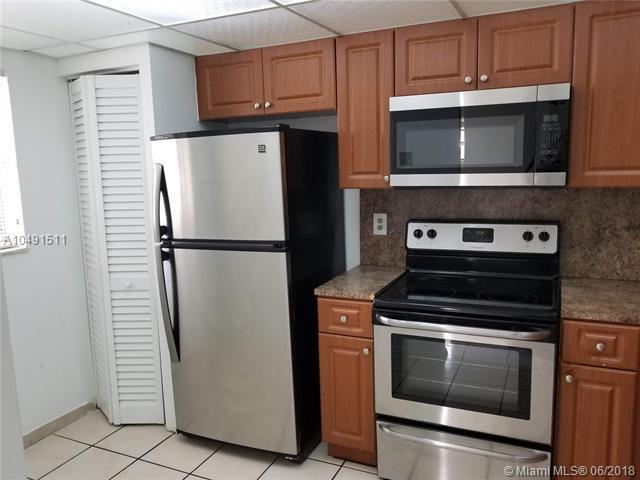 911 NE 209th Ter #106, Miami, FL 33179 (MLS #A10491511) :: Prestige Realty Group