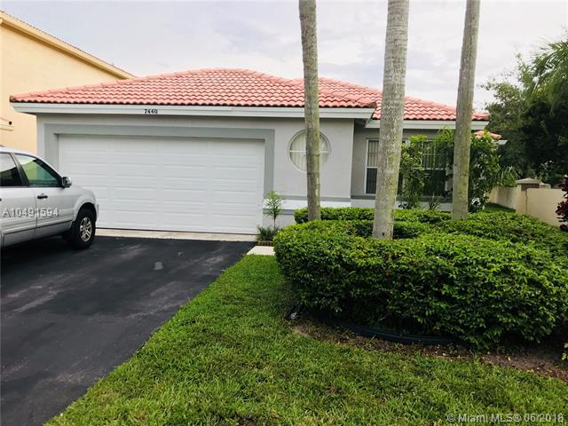 7440 NW 24th St, Margate, FL 33063 (MLS #A10491594) :: Prestige Realty Group