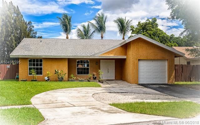 8211 SW 11th Ct, North Lauderdale, FL 33068 (MLS #A10491595) :: The Teri Arbogast Team at Keller Williams Partners SW