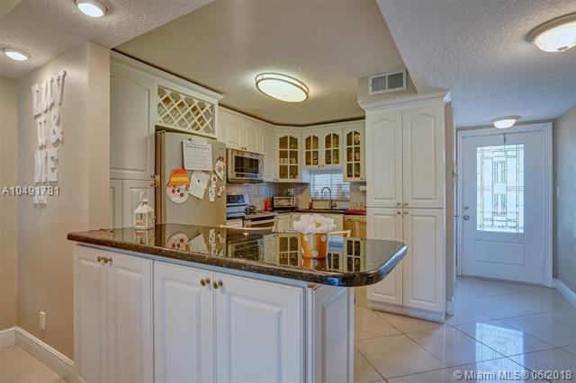 820 S Hollybrook Dr #210, Pembroke Pines, FL 33025 (MLS #A10491781) :: Green Realty Properties
