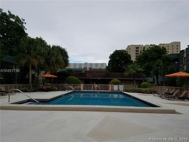 Miami, FL 33143 :: Laurie Finkelstein Reader Team
