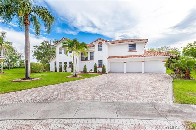 210 NW 195th Ave, Pembroke Pines, FL 33029 (MLS #A10491810) :: Prestige Realty Group