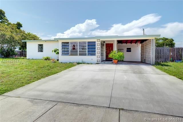 1410 Ne 43Rd  Ct, Pompano Beach, FL 33064 (MLS #A10492117) :: The Teri Arbogast Team at Keller Williams Partners SW