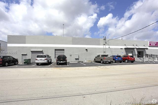 1960 SW 30th Ave, Pembroke Park, FL 33009 (MLS #A10492205) :: The Teri Arbogast Team at Keller Williams Partners SW