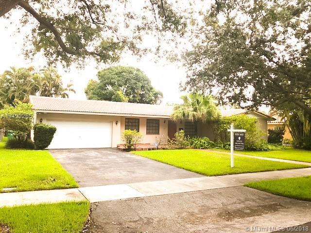14231 Cypress Ct, Miami Lakes, FL 33014 (MLS #A10492265) :: Green Realty Properties