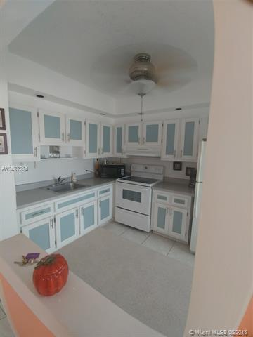 1310 NW 43rd Ave #303, Lauderhill, FL 33313 (MLS #A10492364) :: The Teri Arbogast Team at Keller Williams Partners SW