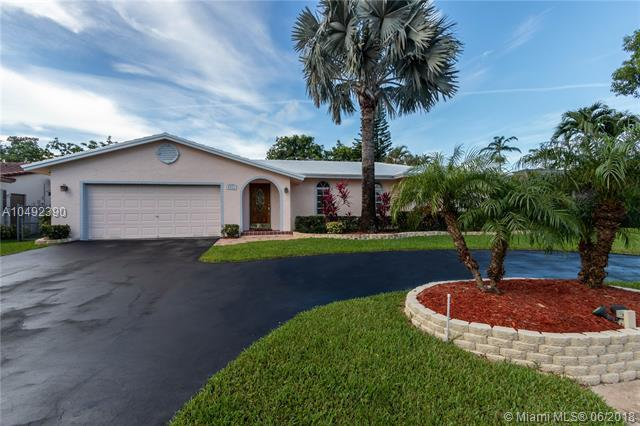 8512 NW 18th Pl, Coral Springs, FL 33071 (MLS #A10492390) :: The Teri Arbogast Team at Keller Williams Partners SW