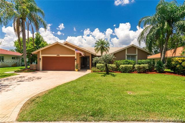 10625 NW 6th St, Coral Springs, FL 33071 (MLS #A10493100) :: Green Realty Properties