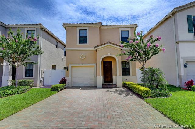 703 NE 193rd St, Miami, FL 33179 (MLS #A10493812) :: The Riley Smith Group