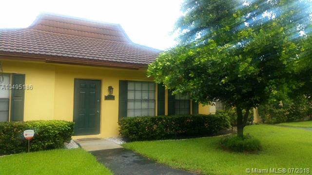 2352 SW 70th Way #8, Davie, FL 33317 (MLS #A10495186) :: The Riley Smith Group