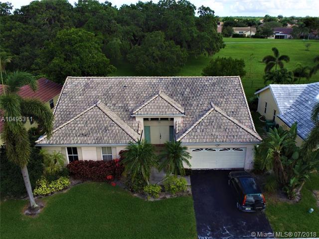 8891 N Southern Orchard Rd N, Davie, FL 33328 (MLS #A10495311) :: Green Realty Properties