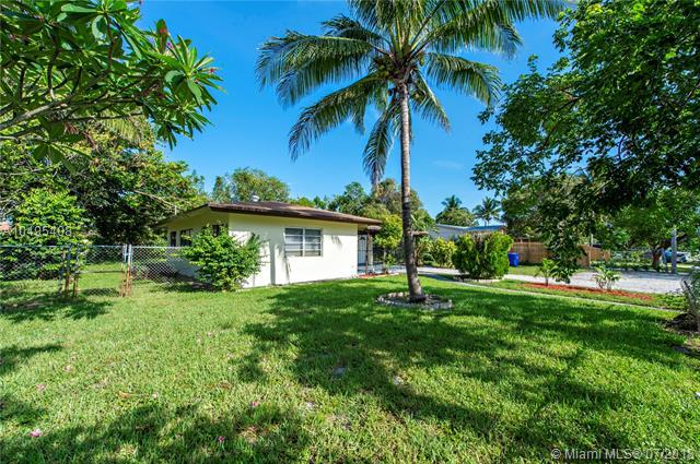 1427 NW 7th Ter, Fort Lauderdale, FL 33311 (MLS #A10495408) :: The Teri Arbogast Team at Keller Williams Partners SW